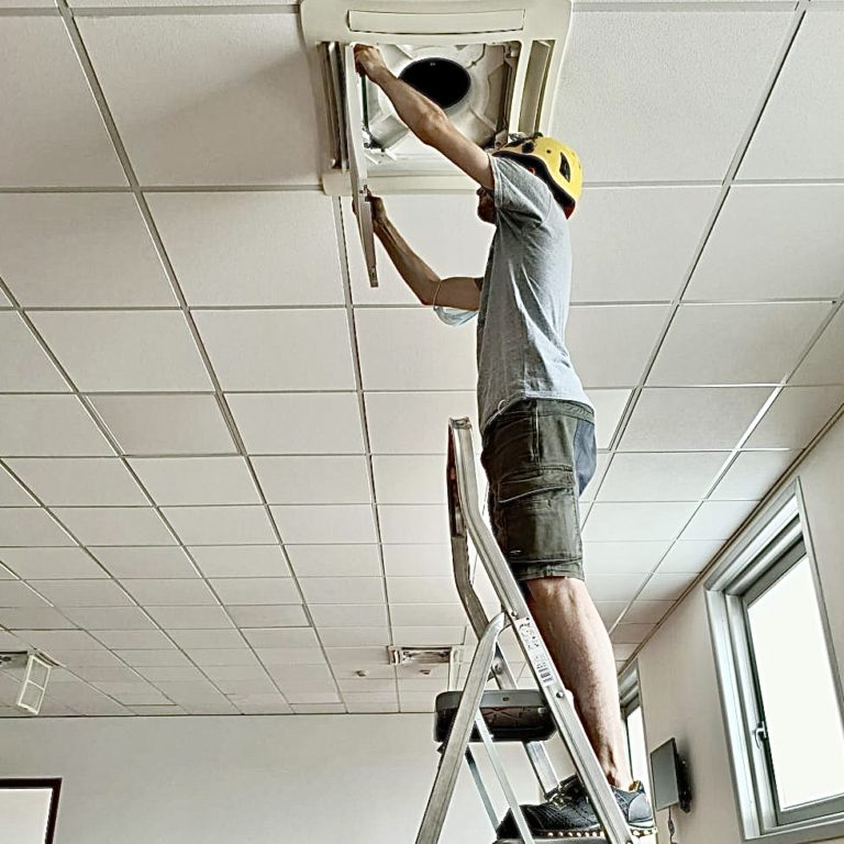 Dismantling of the air conditioner